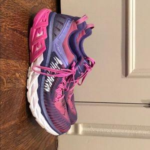 Hoka Arahi 2 Running Shoe